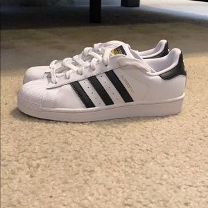 NEVER WORN Black and white adidas superstars